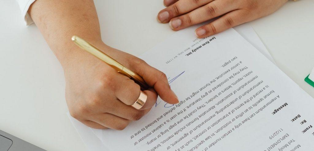 10 elementos necesarios del contrato de servicios